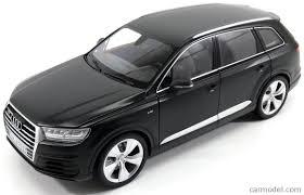 Audi Q7 2015 - minichamps 110014001 scale 1 18 audi q7 2015 matt black