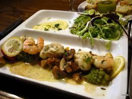 cuisiner des joues de lotte wok de joues de lotte et crevettes légumes sautés à l huile d olive