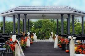 Outside Weddings Outdoor Weddings At Rock River Golf And Pool