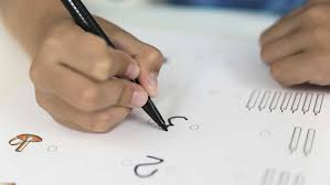 why kids writes numbers backwards child reverses numbers