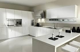 ikea cuisine blanche cuisine moderne taupe sans poignées avec plan de travail fin blanc