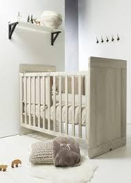 chambre bébé pin massif chambre bébé nantes avec lit transformable réalisée en pin massif