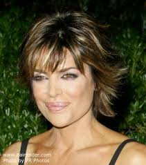 what is the texture of rinnas hair lisa rinna hairstyle and the exact cut for it
