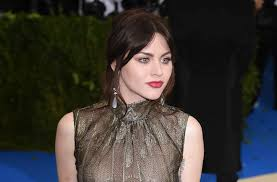 frances bean cobain reveals she u0027s two years sober aol entertainment