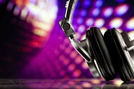 wedding dj five of the contemporary wedding dj trends easy weddings