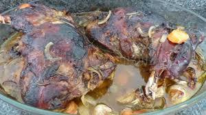 cuisiner une epaule d agneau epaule d agneau lentement confite au four recette par philandcocuisine