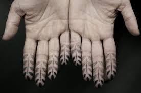 23 wonderful geometric tattoos designs on fingers
