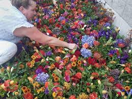 flowers las vegas florists at convention in las vegas use donated flowers to create