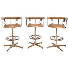 Vinyl Swivel Chair by Set Of Three Chrome And Vinyl Swivel Bar Stools At 1stdibs