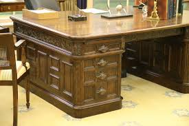photo oval office replica desk ford museum and white house