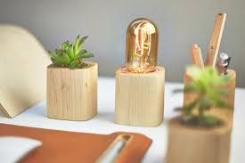 accessoire bureau objets design accessoire bureau bois pot fleurs stylo le