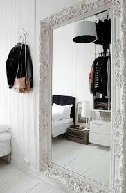 miroir dans chambre à coucher grand miroir la classique perdue qui fait vivre l espace