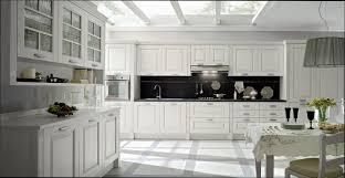 cuisine bois peint cuisine bois cuisine classique en bois peint