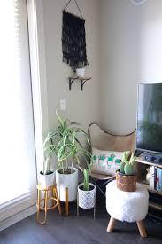 www inthegreyblog com livingroomtour boho home boho interiors