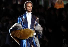 queen handbag signals style guru fashion glitz glamour style