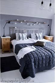 deco chambre tete de lit une tête de lit en bois dans une chambre à la déco cocooning