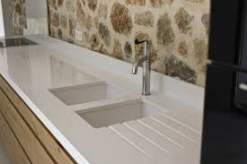 plan de cuisine en quartz vier b ton int gr au plan de travail en balian beton cuisine avec