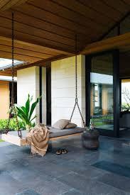 terrasse en bois suspendue canapé et lit suspendu pour décoration de terrasse et jardin