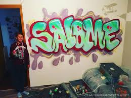 graffiti chambre chambre de salomé prénom en graffiti avec du fluo en suisse à orbe