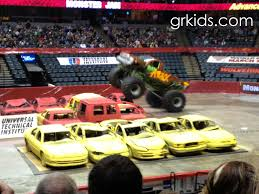 monster truck race track don u0027t miss out on monster jam thunder nationals this weekend