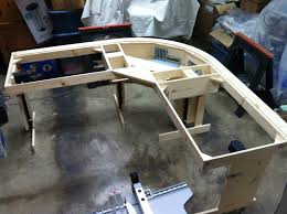 construire bureau diy un magnifique bureau informatique monté sur vérins semageek