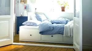 canapé king size lit mezzanine en bois baldaquin king size but 2 places trendy