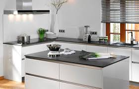kchen modern mit kochinsel 2 zlewy granitowe blat drewniany biel kuchnia szukaj w