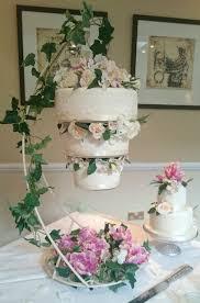 wedding cake ideas chandelier best 25 chandelier cake ideas on