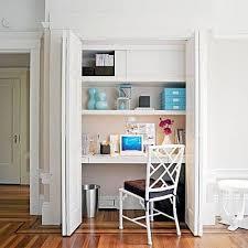 bureau dans placard bureau dans un placard l astuce gain de place à découvrir