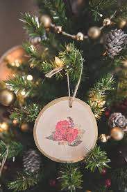 diy wood slice ornament wedding favors tidewater and tulle