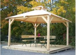 tonnelle de jardin en bois tonnelle et pergola bois le toit terrasse pour un abri détente