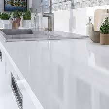 cuisine blanc brillant plan de travail blanc laqué sur mesure cuisine naturelle