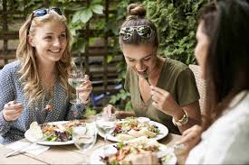 eating out aussies spend 1 billion per week canstar
