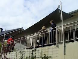 sonnensegel befestigung balkon sonnensegel manuell aufrollbar flexibler sonnenschutz
