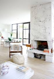 Living Rooms With Fireplaces by Best 25 Stucco Fireplace Ideas On Pinterest Concrete Fireplace