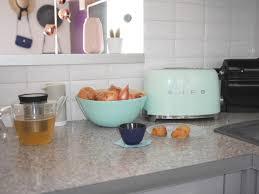 accessoire deco cuisine cuisine verte mur meubles électroménager déco clematc
