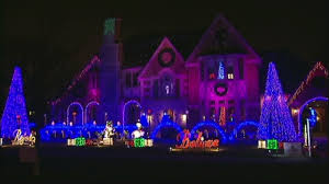 crazy video couple puts on jaw dropping christmas light show to