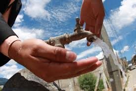 due litri di acqua quanti bicchieri sono davvero bisogna bere 8 bicchieri d acqua al giorno focus it