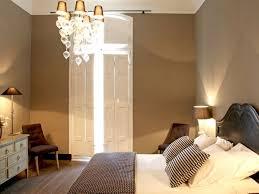 chambre couleur taupe et le taupe est une teinte intemporelle mélange de gris et de marron