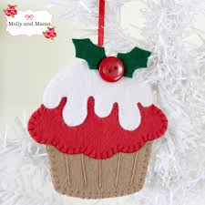 christmas cupcake ornament made with the festive feltie pattern