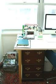 my desk has no drawers organizing a desk with no drawers i would love it if my drawless