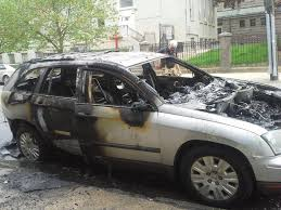 peugeot fire 2005 chrysler pacifica car caught on fire 2 complaints