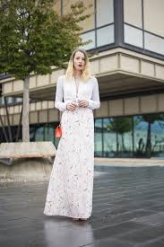 how to wear a white and blue floral maxi dress 11 looks