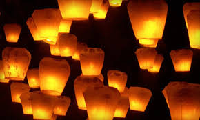 luck lanterns up to 60 10 or 20 floating sky lanterns groupon goods
