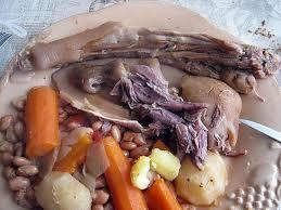 cuisiner des pieds de cochon recette de ragout de porc jarets pieds queues oreilles