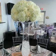 White Roses Centerpieces by White Rose Centerpieces With Sparkle Drool Worthy Dresses