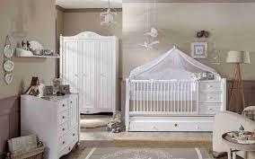 chambre bébé blanc et taupe lit poudre et originale gris tour bois coucher deco ado design
