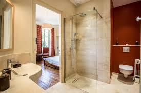 salle de bain chambre d hotes chambre d hôtes rouille beige classique salle de bain