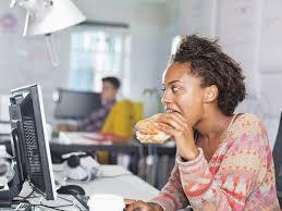 d駛euner au bureau manger au bureau rend plus stressé et moins créatif grazia