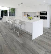 carrelage imitation parquet pour cuisine parquet de cuisine beau carrelage imitation parquet gris clair avec